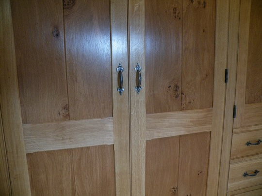 Bal4-Bespoke-Fitted-Wardrobe-Pippy-Oak-Horwood