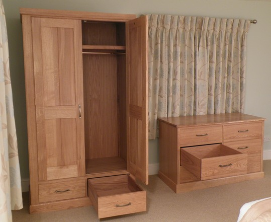 Fre1-Bespoke-Oak-Bedroom-Furniture-Freestanding