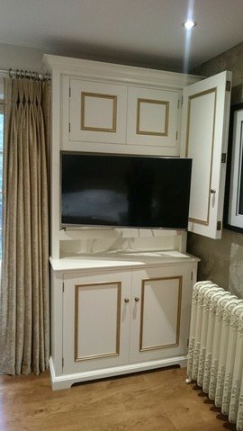 Ble2-Tv-Cabinet-Fitted-Bedroom-Furniture-Hand-Painted