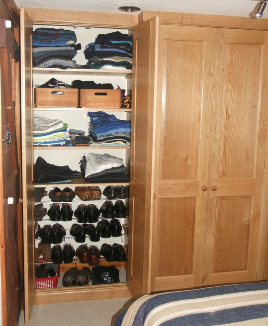 Bro1-Bespoke-Solid-Oak-Fitted-Wardrobe