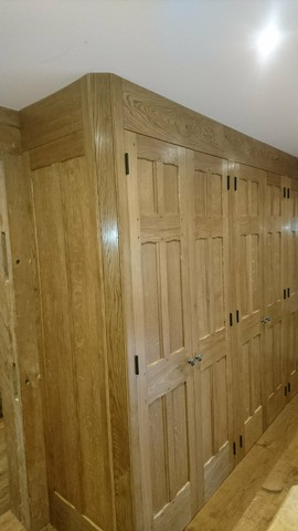 Chi2-Fitted-Wardrobe-Oak-Timber-Frame-Chinnor